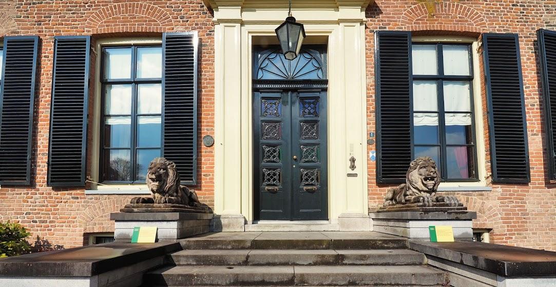 De leeuwen van Kasteel Rosendael - foto door www.microtoerisme.nl - gratis stadswandelingen