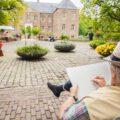 Kunstenaars aan het werk in de Kasteeltuinen Arcen - foto: Kasteeltuinen Arcen