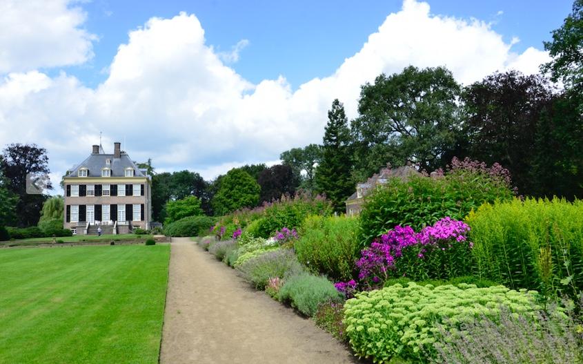 In de tuin van Huis Verwolde vind je prachtige aangelegde borders - foto: Sander Louis